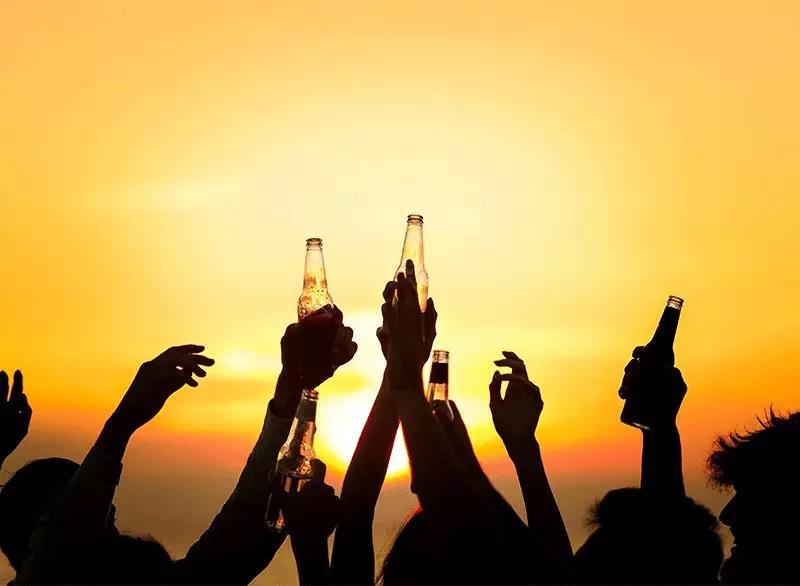 啤酒嘌呤高导致痛风?夏天一到,总有谣言想害啤酒